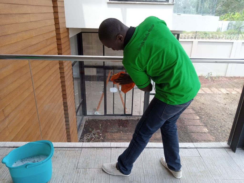 benefits of hiring professional office cleaning services